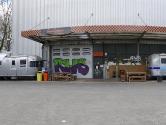eingang basecamp hostel in bonn