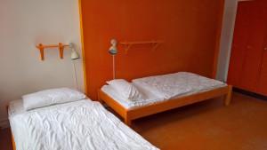 mehrbettzimmer im instant sleep hostel in hamburg