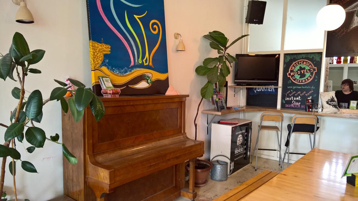klavier im gemeinschaftsraum instant sleep hamburg