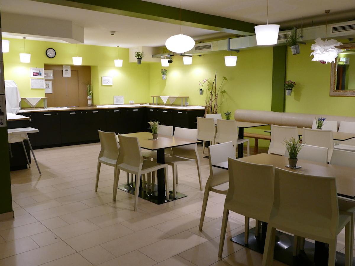 frühstücksbuffet im lounge hostel