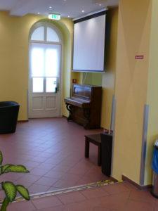 klavier im ao hostel