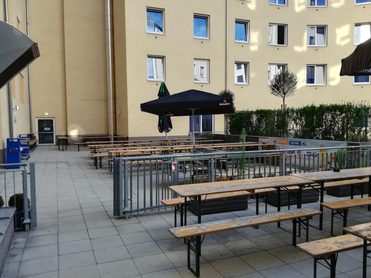 innenhof im ao hostel wien hauptbahnhof