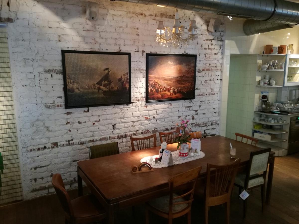 tisch im cafe vollpension in wien