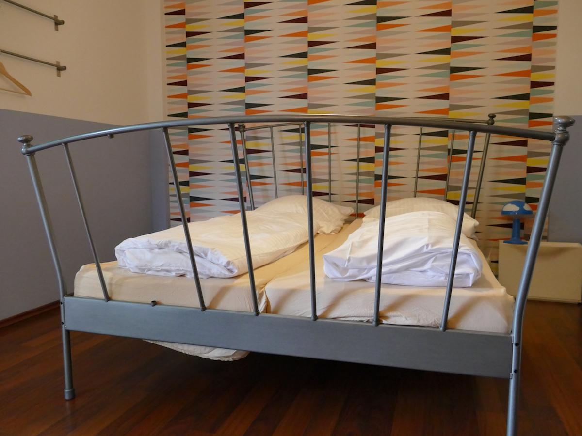 doppelbett im in hostel veritas oberhausen