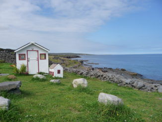 kleines haus am strand in irland