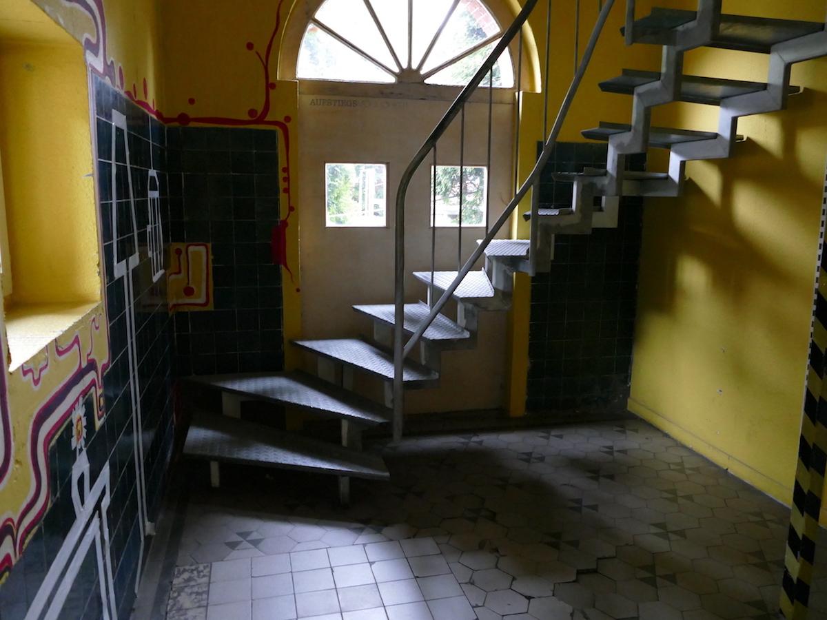 eingang im in hostel veritas oberhausen