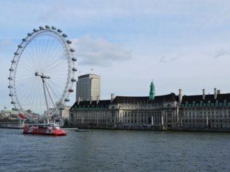 london eye riesenrad von der Themse aus