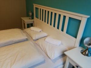 doppelbett im doppelzimmer des londoner wombats hostels