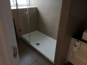 dusche im zimmer des wombats hostel in london