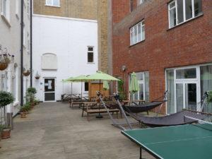 liegeplätze im innenhof des londoner wombats hostels