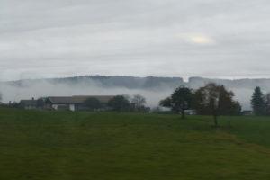 nebel auf den feldern rund um salzburg