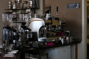 tresen in der kaffeebar rossi