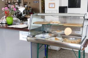 snacks kuchen und brötchen in der kaffeebar rossi