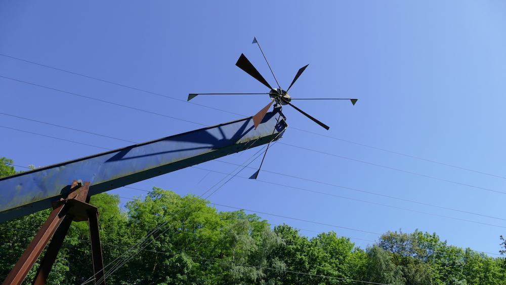propeller an einer halde im ruhrgebiet