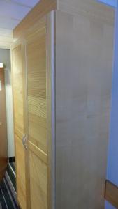 schrank im doppelzimmer radisson blu in bremen