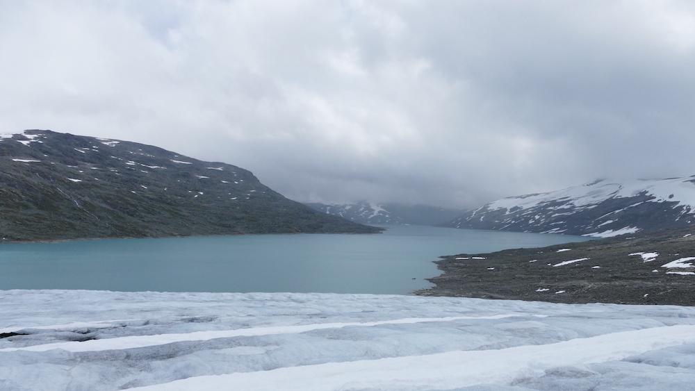 see am austdalsbreen gletscher in norwegen