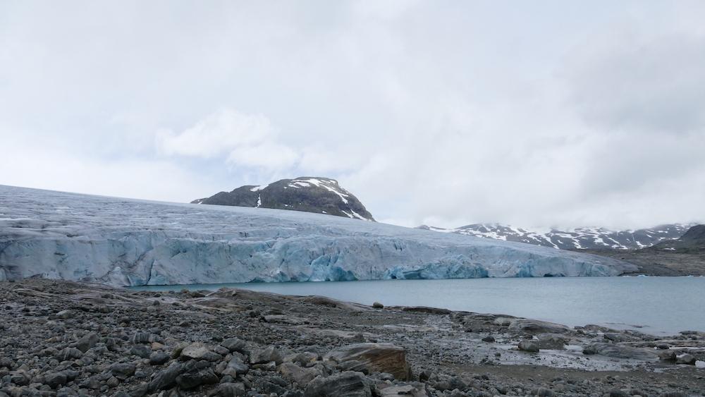 austdalsbreen gletscher vom see aus