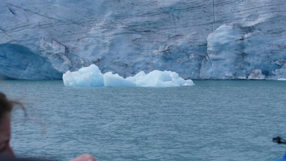 kalben eines gletschers am austdalsbreen