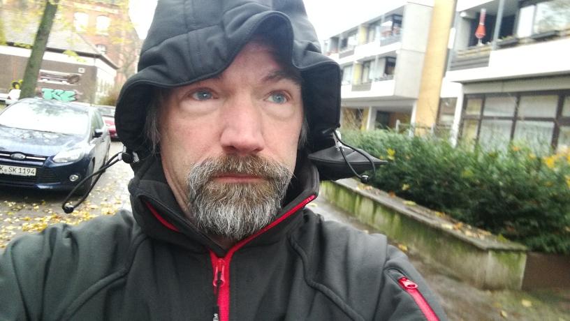 outdoorjacke dekon im regen